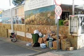 La basura desborda las zonas turísticas de Calvià a plena luz del día