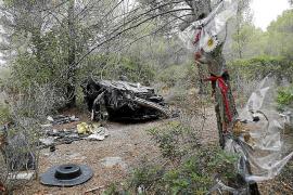 La Guardia Civil inspecciona de nuevo el coche del triple accidente mortal en Portals