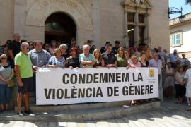 Concentración en apoyo de la joven quemada por su pareja en Alcúdia
