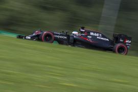 Alonso considera «frustrante» que «no vamos muy rápidos» y «cometemos errores de EGB»