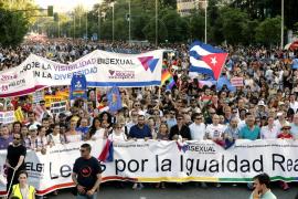 El Orgullo Gay llena las calles de Madrid defendiendo la bisexualidad