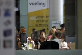 Retrasos en más de diez conexiones de Vueling entre El Prat y Balears
