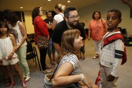 El Aeropuerto de Palma recibe a un centenar de niños saharauis del programa 'Vacances en pau'