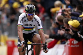 Sagan se impone con autoridad en la segunda etapa del Tour mientras Contador sufre una nueva caída