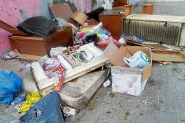 Vecinos de Son Gotleu recurren a Madrid para acabar con la recogida de trastos