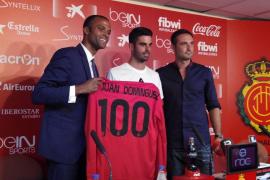 El Mallorca presenta a Juan Domínguez y ficha a Juan Rodríguez y Roberto Santamaría