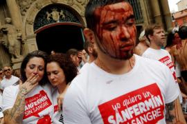 Protesta en Pamplona contra el encierro y las corridas en la víspera del 'chupinazo'
