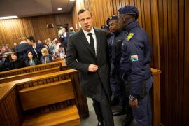 Pistorius es condenado a seis años de prisión por el asesinato de su novia