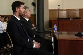 El jugador del FC Barcelona Lionel Messi y su padre, Jorge Horacio Messi