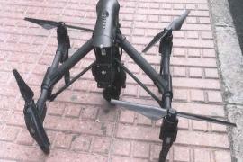 La Policía Local de Santa Eulària intercepta un dron volando sin permiso en es Canar