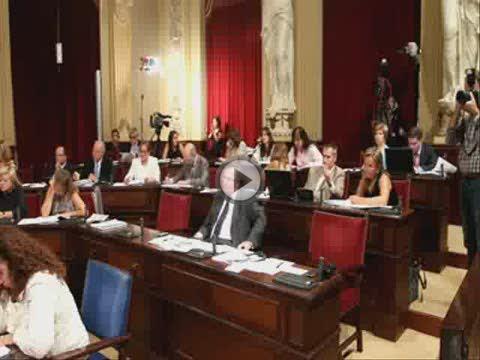 El Parlament clama contra la «injusticia» de Blanco de rebajar los descuentos a residentes