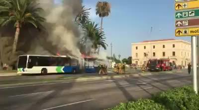 Un autobús de la EMT arde en el Passeig Sagrera