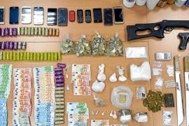 El 'clan de la Paca' guardaba 86.000€ en metálico y distintas armas en sa Penya