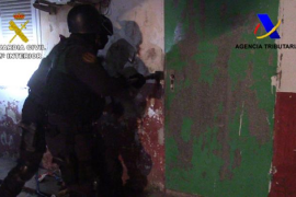La Guardia Civil halla un zulo donde los narcos detenidos torturaban a los que no pagaban