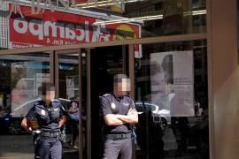 Un atracador armado asalta a plena luz del día un banco en el centro de Palma y se lleva tres mil euros