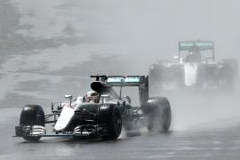 Hamilton se impone en Silverstone y aprieta el Mundial