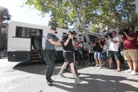 Prisión eludible bajo fianza para los guardias civiles detenidos en la 'operación Iron Belt'