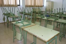 Denuncian la falta de más de 100 profesores en los centros concertados para el próximo curso