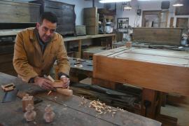«Para restaurar un mueble hay que pensar como el artesano que lo creó»