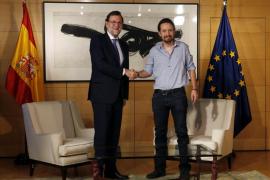 Rajoy se reúne con Iglesias que llega un cuarto de hora tarde