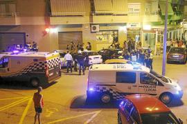 Un policía realiza tres disparos al aire al verse acorralado en es Coll den Rabassa