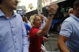Familiares de David Grimaldos increpan en los juzgados a políticos del PP