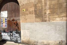 Arca califica de «agresión» la técnica de borrado de las pintadas en Can Oliver