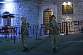 La Embajada de España pide a los españoles que permanezcan en sus casas ante el intento golpista