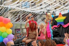 Color en la fiesta del orgullo gay en Inca