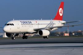 Al menos 20 vuelos cancelados entre España y Turquía