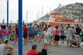 Desembarcan en Andratx a 75 turistas de un barco tras la muerte de un pasajero