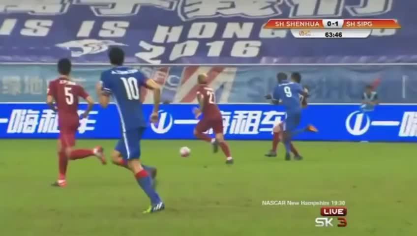 Terrible lesión de Demba Ba, jugador de Gregorio Manzano en China