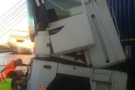 Accidente en el puerto de Palma provocado por un camión al que le han fallado los frenos
