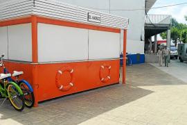 El tradicional quiosco de hamburguesas del Moll, cerrado por decreto municipal