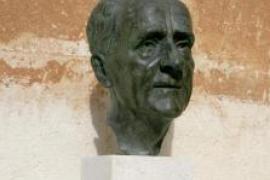 Desaparece en Ciutadella el busto de bronce de Francesc de Borja Moll