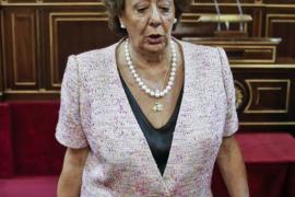 Rita Barberá jura su cargo como senadora entre los murmullos de la oposición