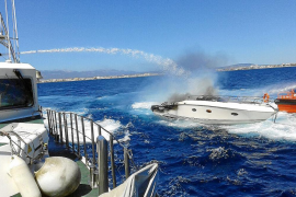 La lancha arrasada por las llamas se incendió cinco minutos después de llegar a Palma