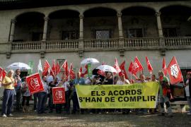 Los sindicatos se concentran contra los recortes en la Función Pública para reducir el déficit