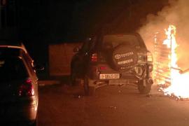 Dos incendios en Manacor queman de noche una furgoneta y un todoterreno
