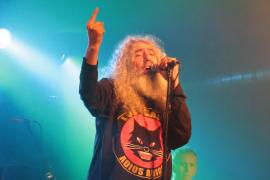El cantante de Los Suaves, hospitalizado tras caer del escenario en su concierto en Santander
