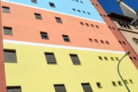 «Para gustos, colores»: polémica por dos fachadas muy diferentes