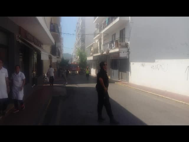 Un hombre de 58 años, autor confeso del incendio que arrasa un edificio en Sant Antoni