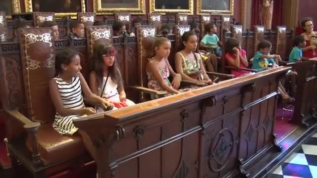 Cort y el Consell reciben a los niños saharauis del programa 'Vacaciones en paz'