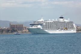 La APB encarga a la UIB estudiar la contaminación de los cruceros en el puerto de Palma