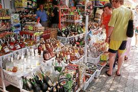 Los 'súper' de Magaluf no podrán llenar sus mostradores de botellas de alcohol