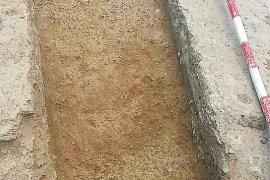 Hallan una tumba y una urna de cremación con el ajuar intacto en Pol·lèntia