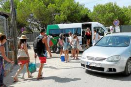 El bus lanzadera de sa Ràpita a ses Covetes disminuye el tráfico que accede a es Trenc