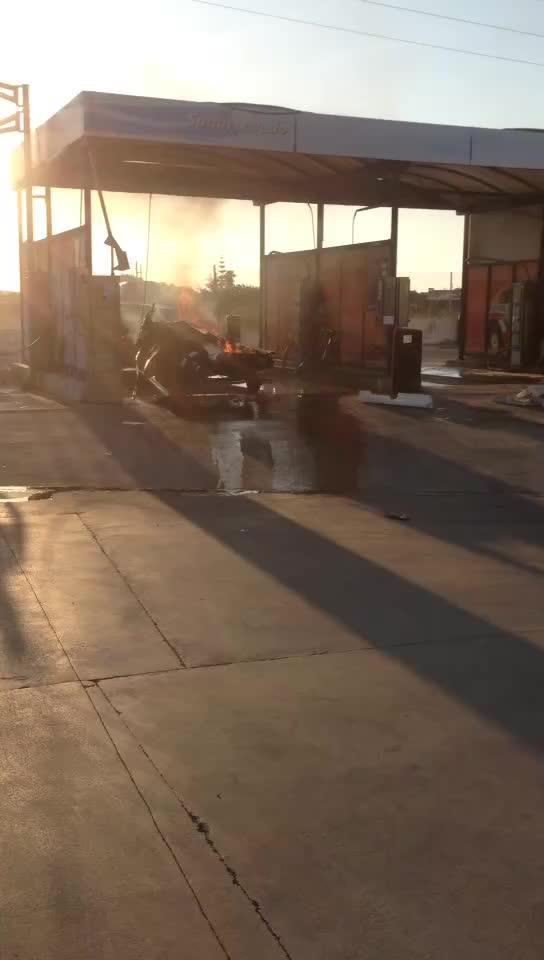 Evacuado a la Vall d'Hebron un joven herido tras explotar una moto acuática en Ciutadella