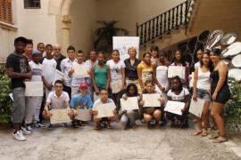 Cien jóvenes recién llegados recibieron talleres de catalán en julio