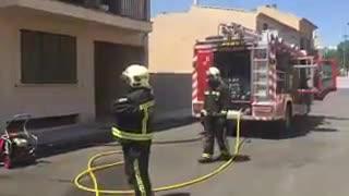 Aparatoso incendio en un piso de Consell